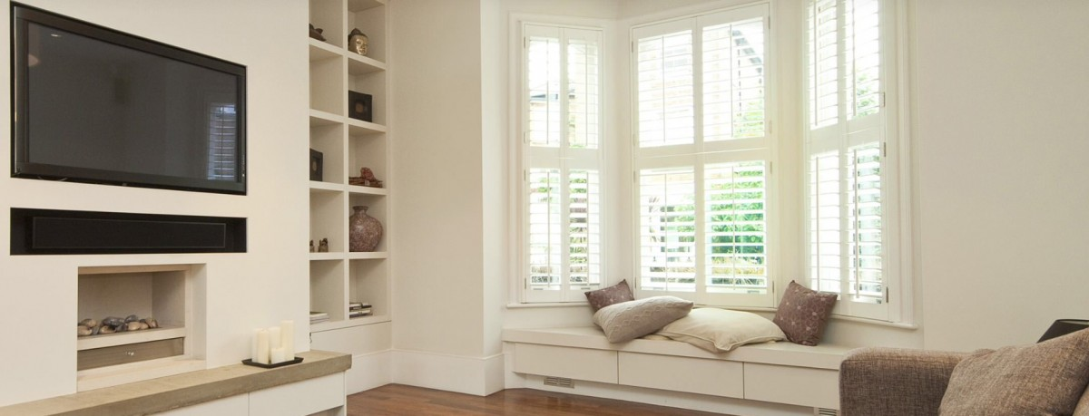 Light front room with wooden shutters